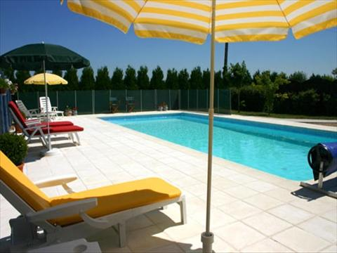 Lovely 11 x 5m pool with south-facing sun terrace