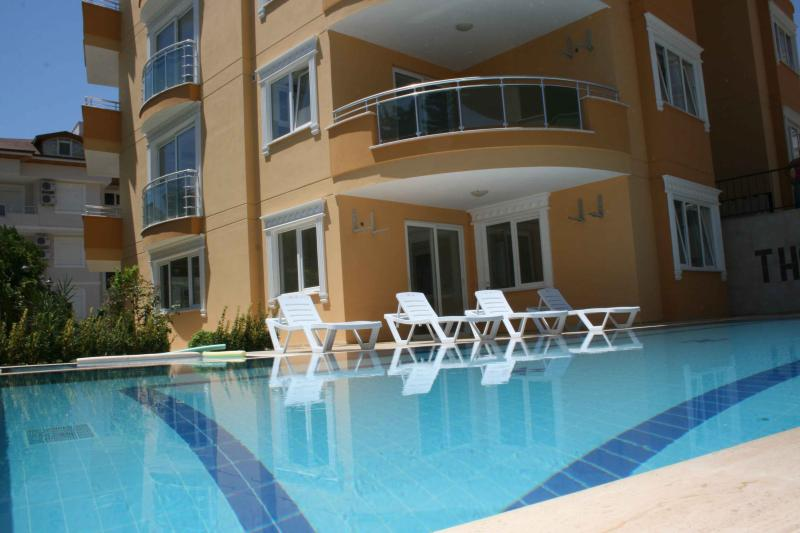 Relax by the pool of you Panorama apartment