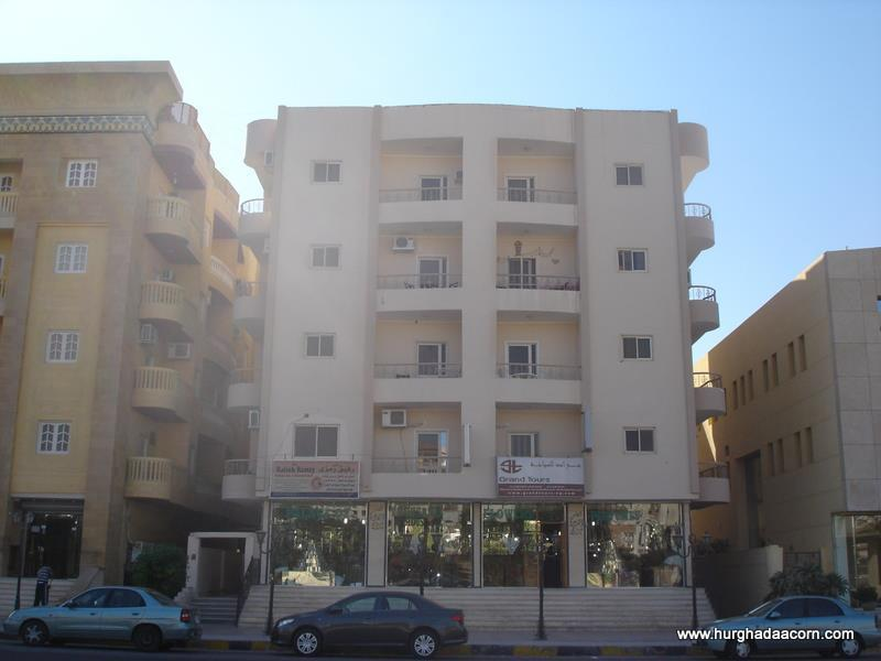 Large 3rd floor, town apartment. 2 Bedrooms and 3 balconies. Accessible to all amenities.