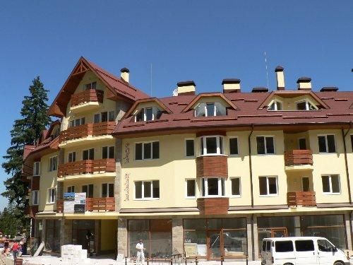 Royal Plaza located in the centre of Borovets
