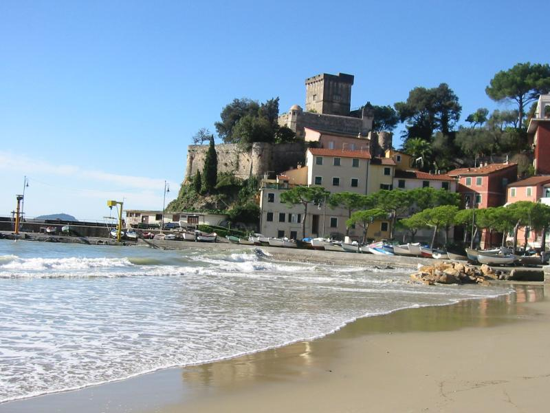 San Terenzo Castle from the beach