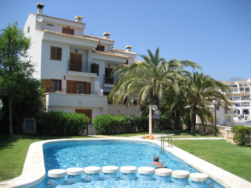 Lovely Villa with superb sea views and easy access to the communal pool