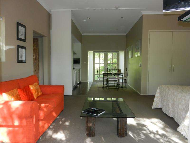 Villavie - Luxury Suite, 4km from the town of Berry, 7km from the beach and surrounded by bushland.