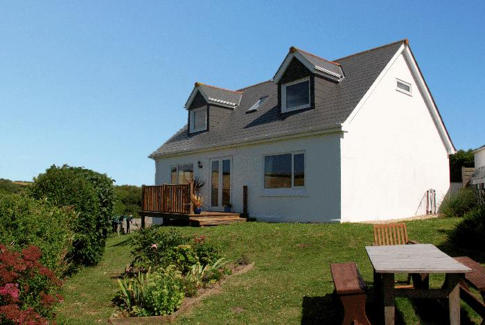 Hillside Cottage, Treyarnon Bay, near Padstow, enclosed pretty garden and views over the fields.