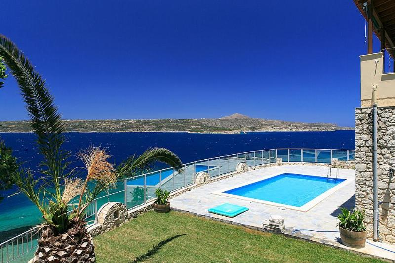 Stunning villa with 5 bedrooms and amazing seaviews