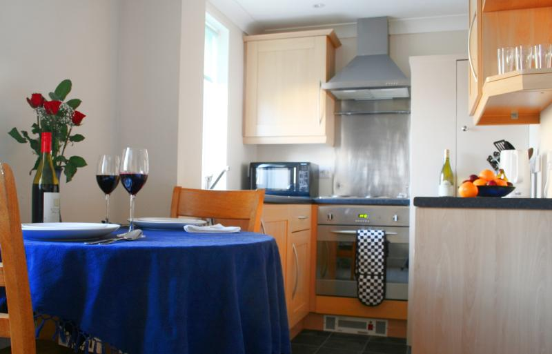 Fully equipped kitchen with dining service for four.