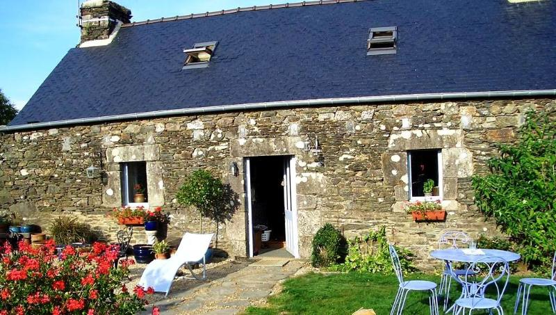 Traditional French gite with private walled gravelled garden and lawn.