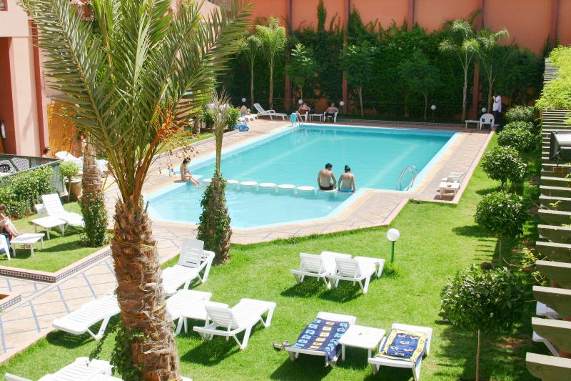 Lovely and quiet pool nearby (50 meters) - Daily access offered from 15 Feb. to 15 Nov.
