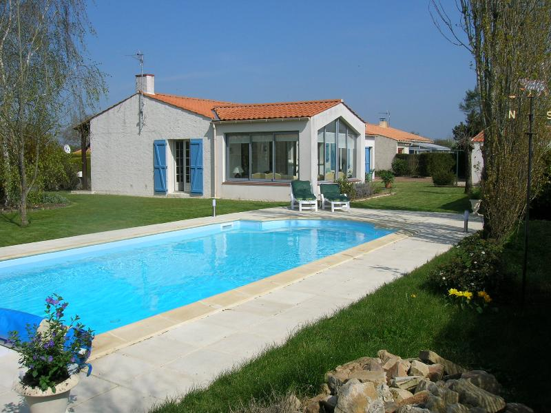 Maison Blanc Apremont. With three bedrooms. Private 8 x 4mtr Heated pool & Gardens.