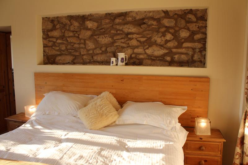 Crofter's Cottage bedroom with queen size bed