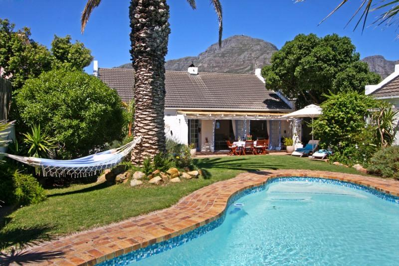 Hout Bay Beach Cottage - private garden and pool