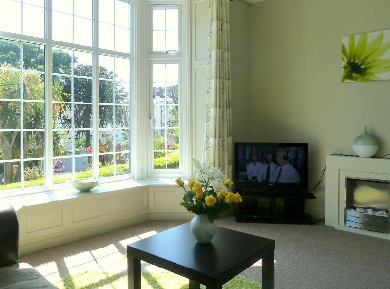 An exceptional, light, bright sitiing room with lovely views.