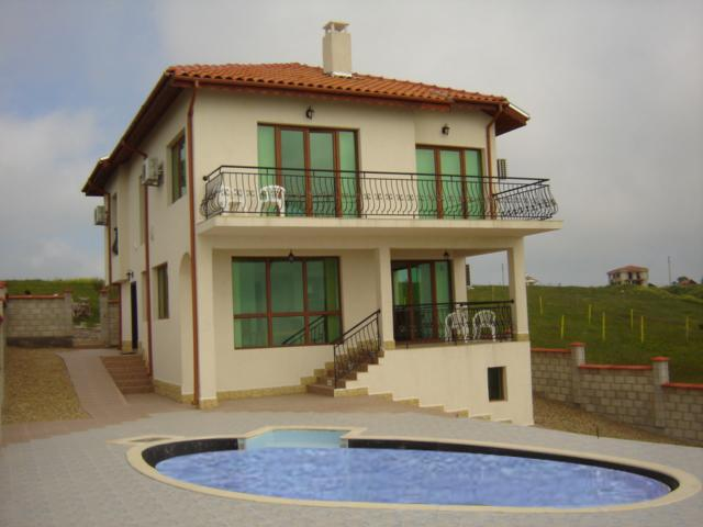 Spacious 4 bed,4 bathroom villa with pool,large patio and fantastic views.