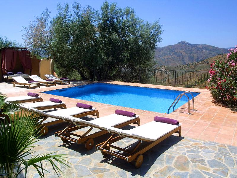 Private and secluded farmhouse - only 3 minutes walk to the village of Los Romanes