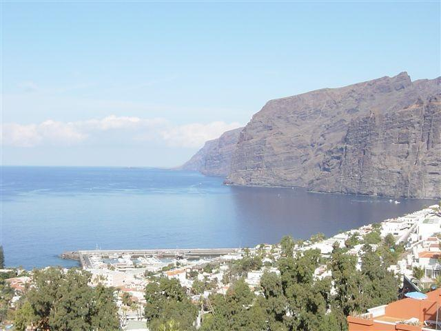Spectacular cliffs views of Los Gigantes from some balconies