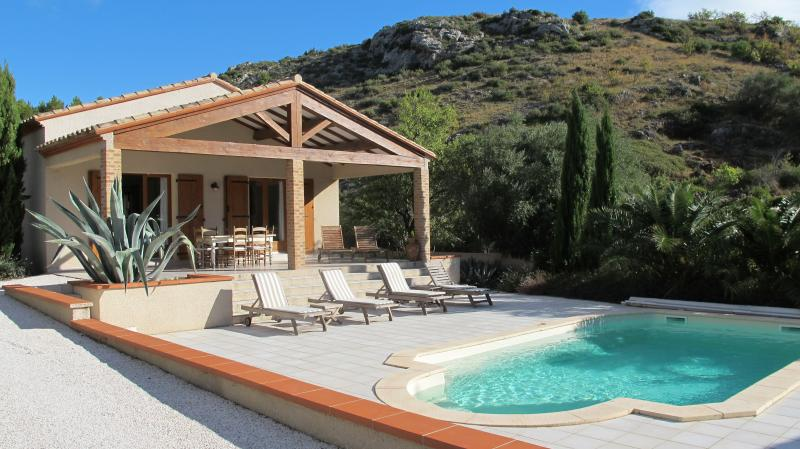 Luxury villa with private pool, enclosed gardens, wifi, air-con, 10 mins from sea