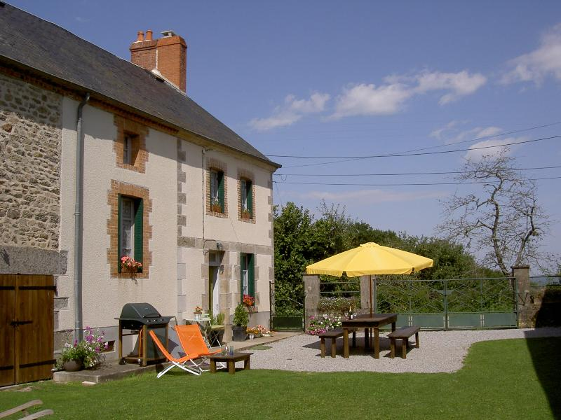 The Main Farmhouse - 3 Bedrooms. 1 sleeps 3/4, 1 King size can be twin, 1 double