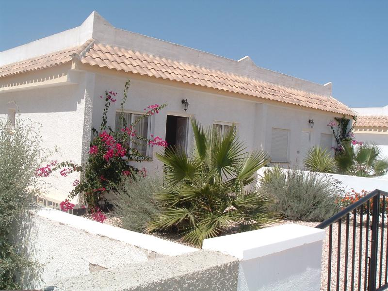 The villa is located on a quiet sector of Camposol Golf with  an attractive garden and drive