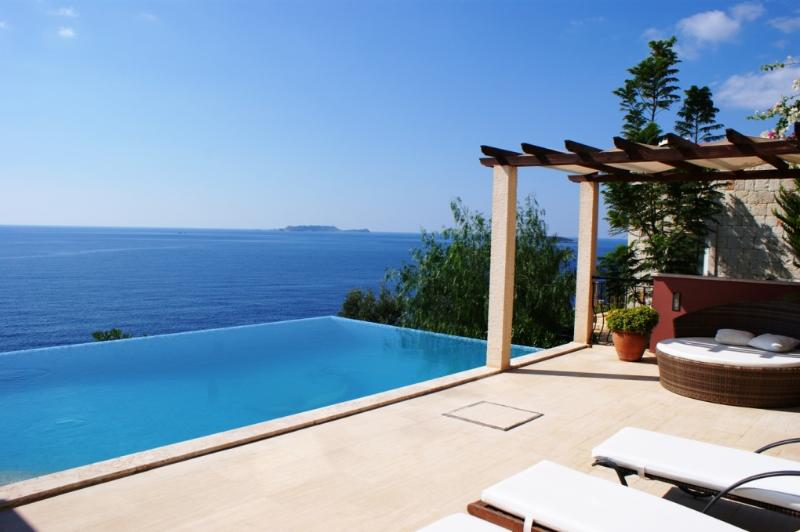 Seamless sea views from the pool terrace