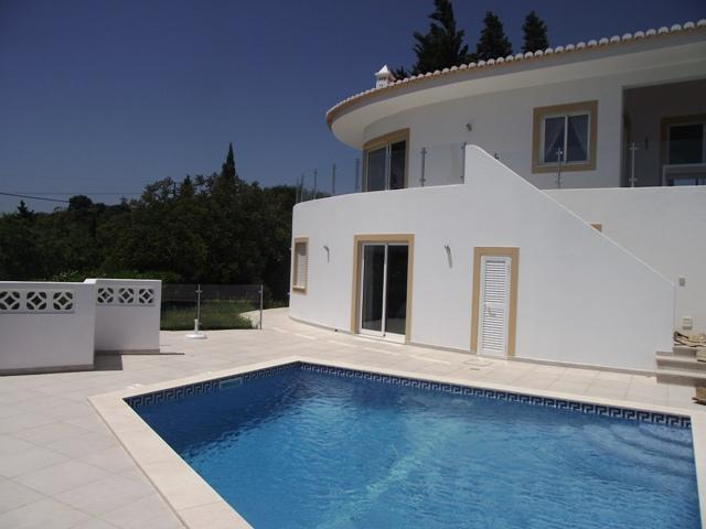 Contemporay style 3 bed villa w/ heated pool