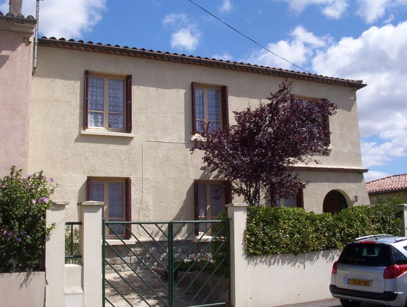The house is situated in a quiet residential area with easy parking - 800m from La Cite