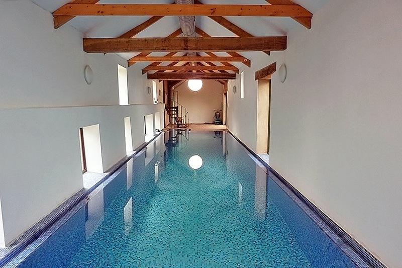 Private Heated indoor swimming pool 15m