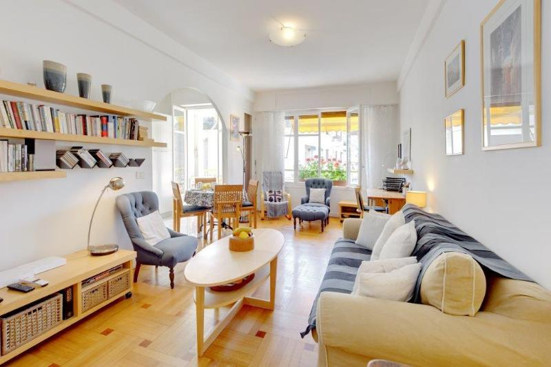 Lovely bright livingroom - great location family apartment
