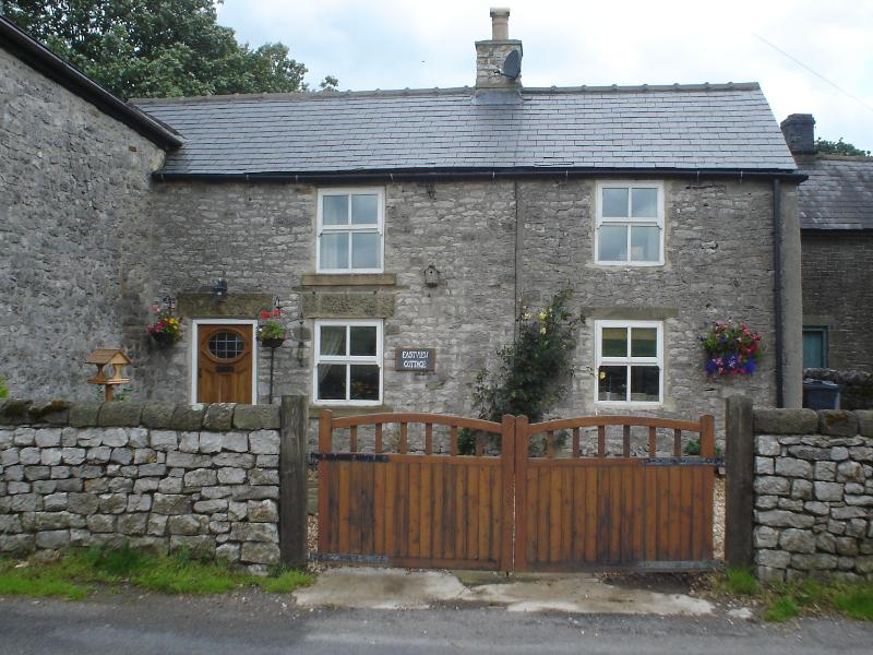A charming and pretty, two double bedroomed cottage, dating back to the early 1800's.