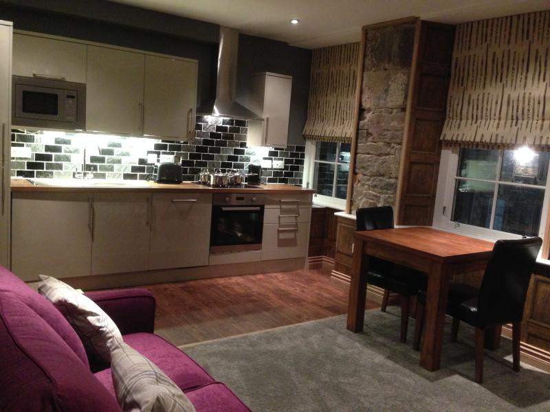 Kitchen fully equiped with dishwasher and washing machine