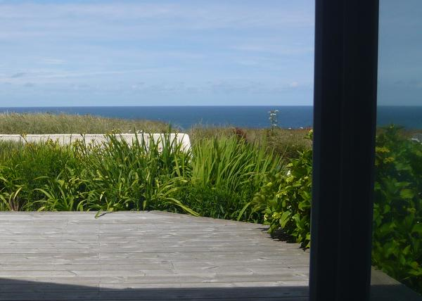 Enjoy the sea view from the lounge /dining room