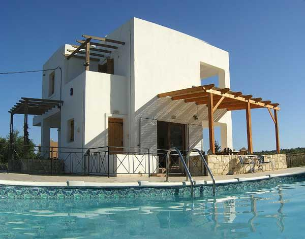 Family villa, sleeps 8, own pool, NOT OVERLOOKED - walk to shops and beach