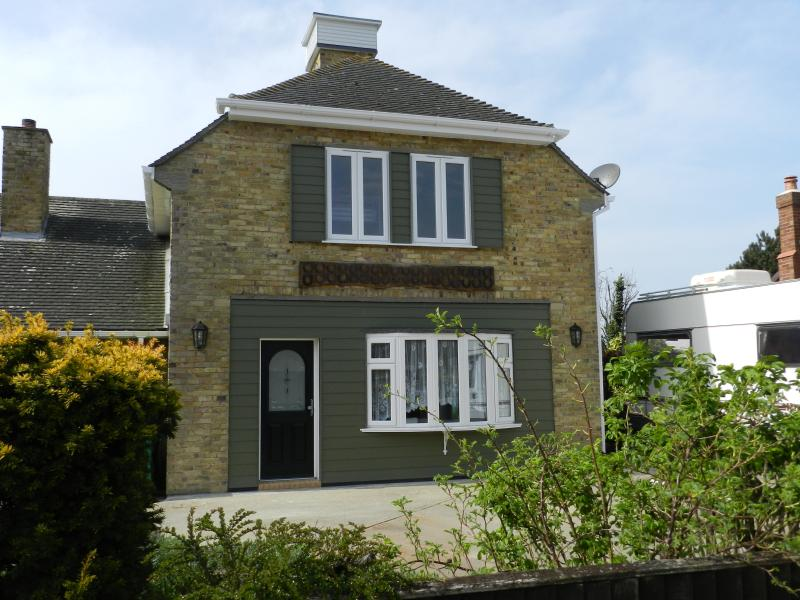 Newly converted self contained cottage with off-road parking & enclosed garden.