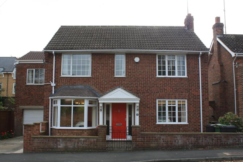 MINSTER HOUSE - A Large 6 Double Bedroomed House