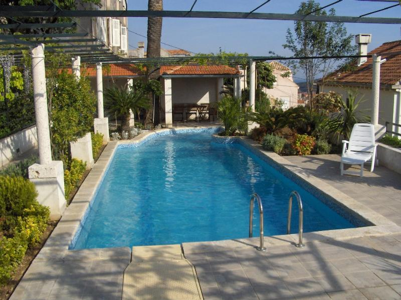 Villa private swimming pool whit jacuzzi area