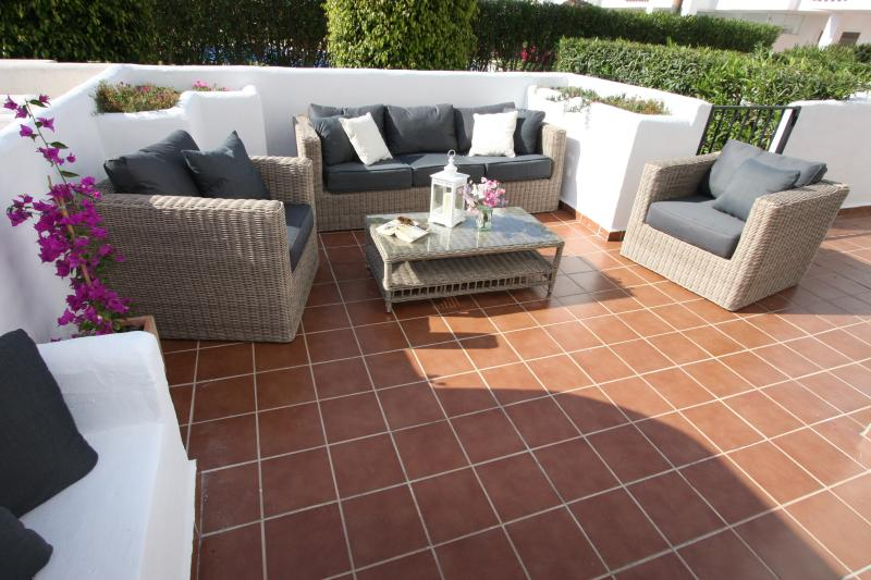Brand new wicker relaxing furniture on large south facing Terrace