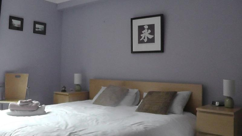 Bright family friendly 2 bed first floor apartment, sleeps 6