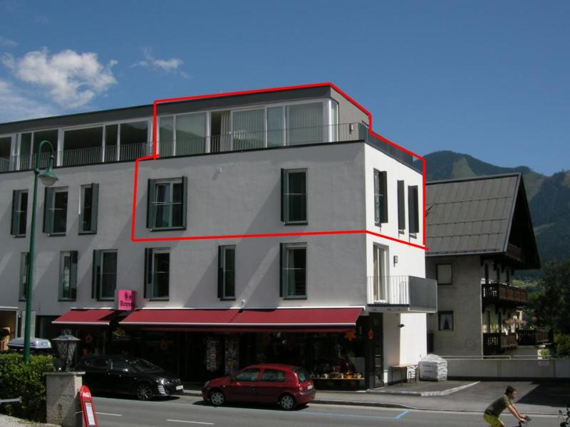 Outside of building - duplex apartment outlined in red
