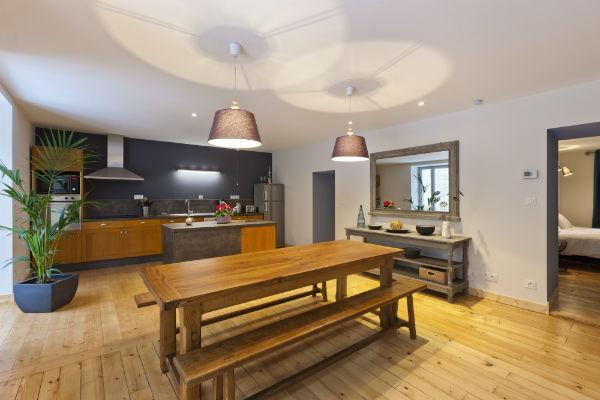 Large fully equipped kitchen/dining area