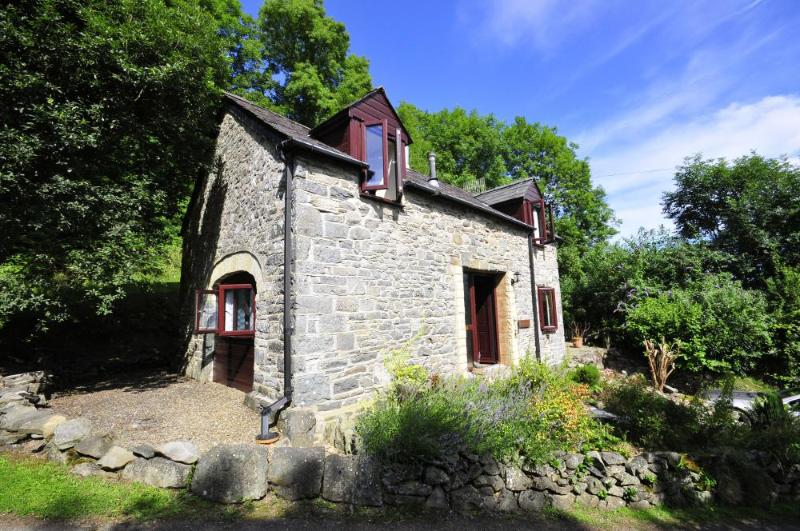 Cwm Tydu Beach is a short walk from this holiday cottage - Cwm Bach Cottage