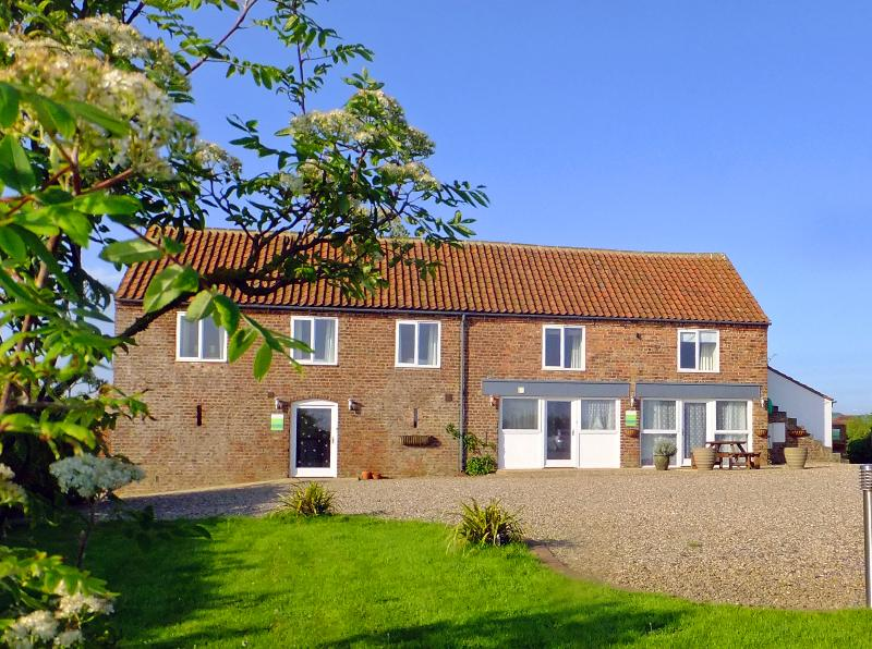 Flamborough View Cottage ( left hand side ) Only 15 Mins Walk To Beach - Sea Views Over Fields