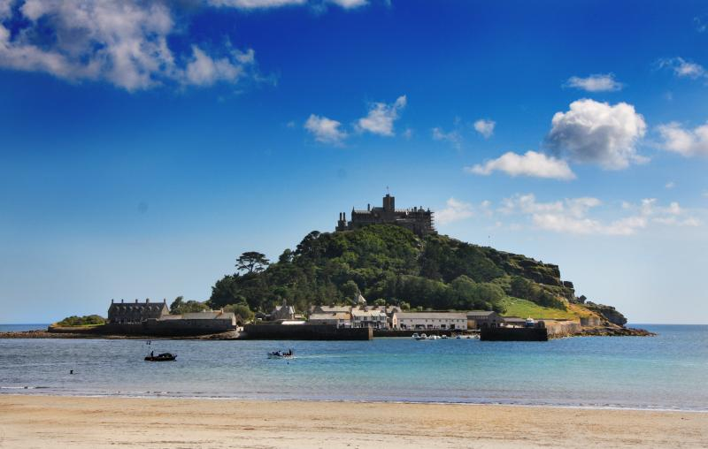 Just 300m from Marazion beach and St. Michael's Mount
