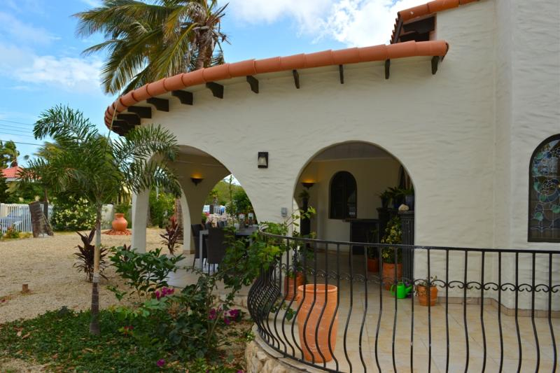 Aruba Escape is the most beautiful villa close to beaches, shopping and much more. - 5-STAR HOME: CLOSE TO BEACHES, LOW RATES, BIG POOL - Palm Beach - rentals