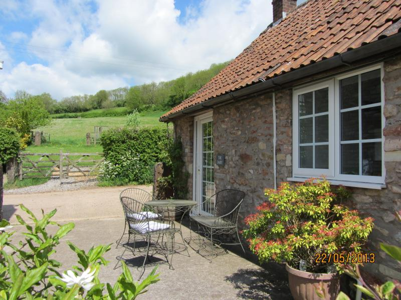 The Dairy-At the Farm, 2 bed sleeps 4 +1, peaceful hidden valley location.