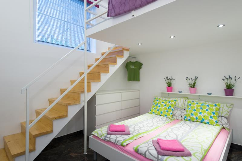 Bedroom downstairs and steps to the gallery - Funky place 5 min to train station, WiFi, garage - Ljubljana - rentals