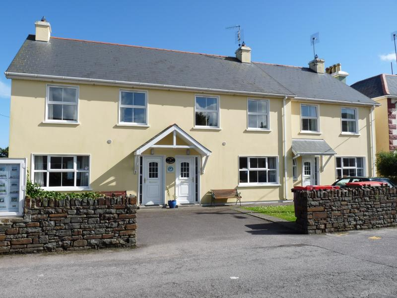 Bay View Cottage, Kilcrohane - centrally located in the charming coastal village of Kilcrohane