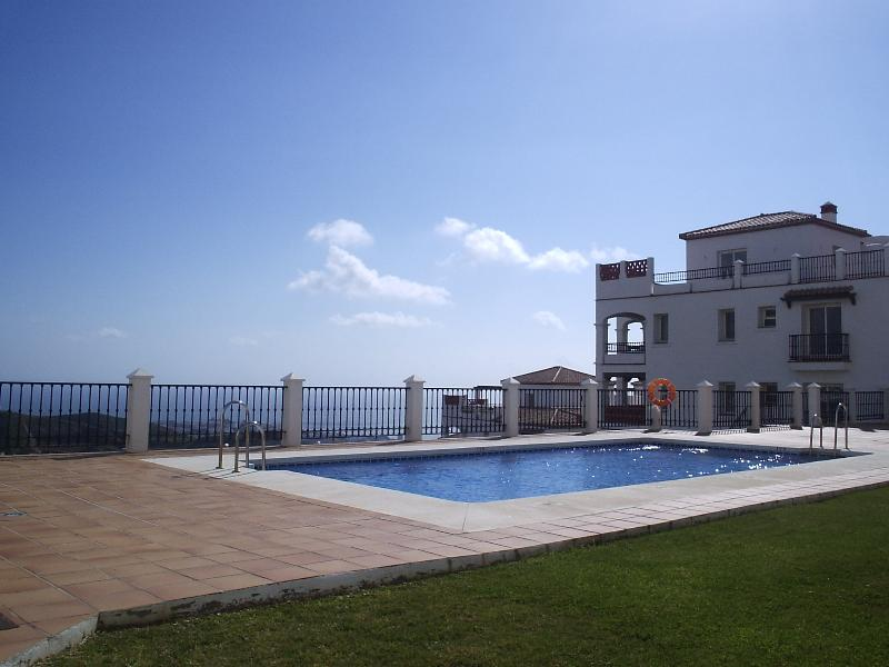 Your luxury holiday home-prime spot next to pool, stunning views!