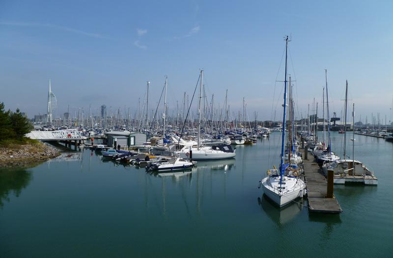 4 bedroom apartment close to harbour and nearby marinas