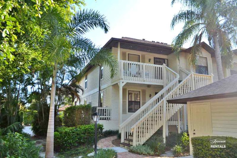 Spacious, comfortable 3 bedroom pet friendly condo with garage right in the heart of Olde Naples - Image 1 - Naples - rentals