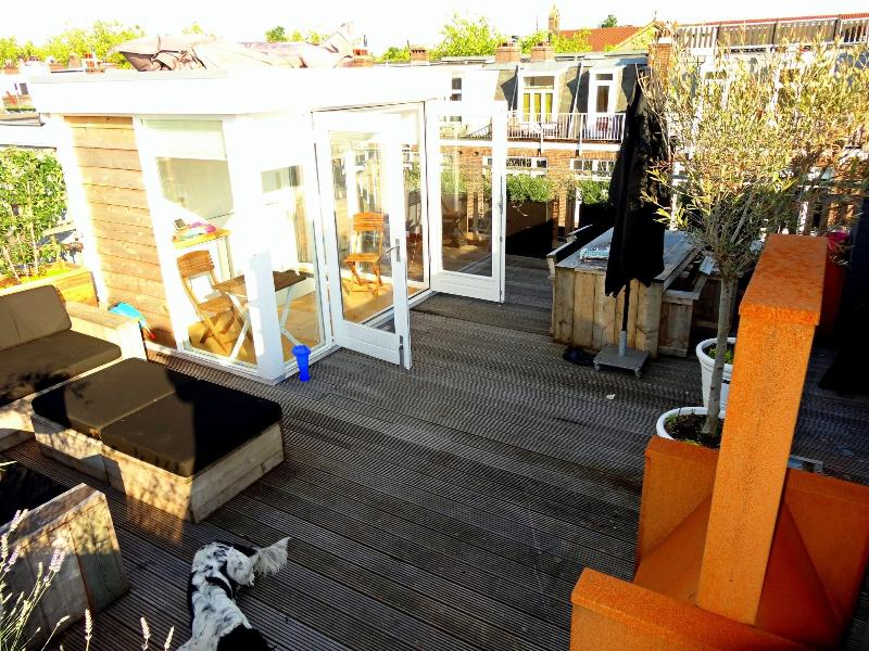 Rooptop terrace with roofhouse including kitchennette