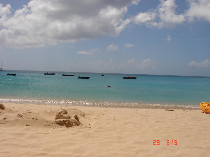 Rendezvous bay beach walking distance,a stone's throw away from Bow Green